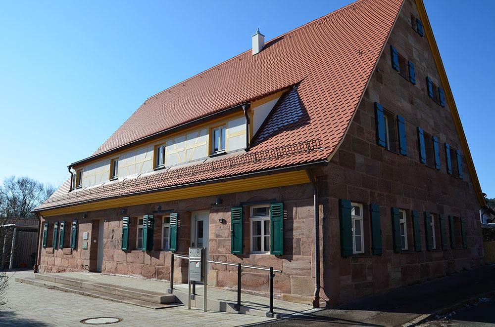 Stadt Stein Wohnstallhaus Lackierarbeiten